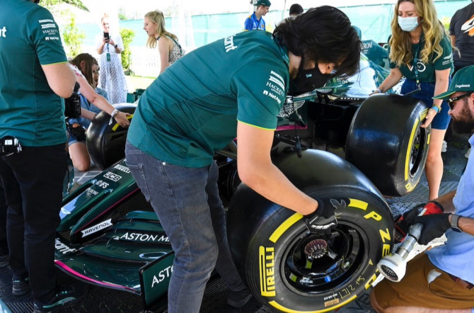 Guests take part in the pitstop challenge