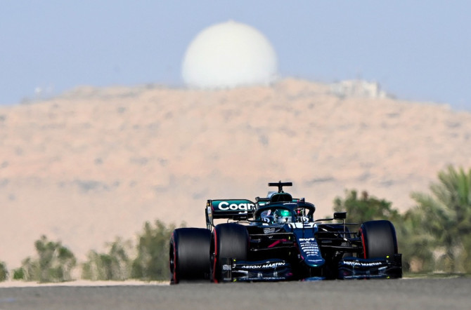 Duel in the desert: Lance's early laps in Bahrain
